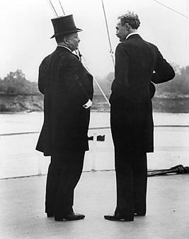 Pinchot with U.S. President Theodore Roosevelt, 1907.