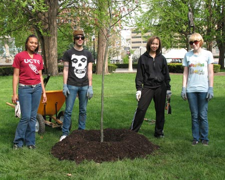 University Park tree planting. Credit: Heidi Veronica