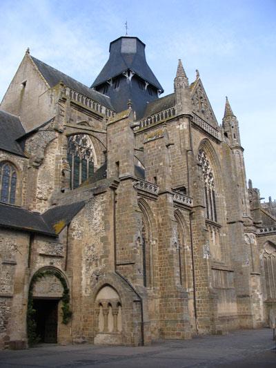 L'abbaye Notre-Dame, Évron, France