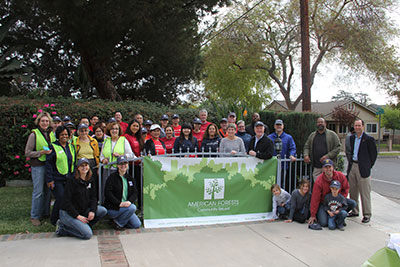 American Forests and Bank of America join Pasadena Beautiful Foundation for a Community ReLeaf planting.