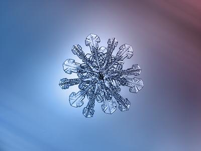 An Alexey Kljatov snowflake photographed though method 2/