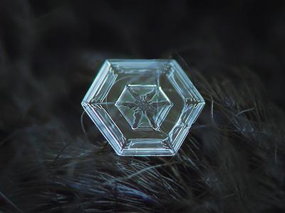An Alexey Kljatov snowflake photographed though method 1.