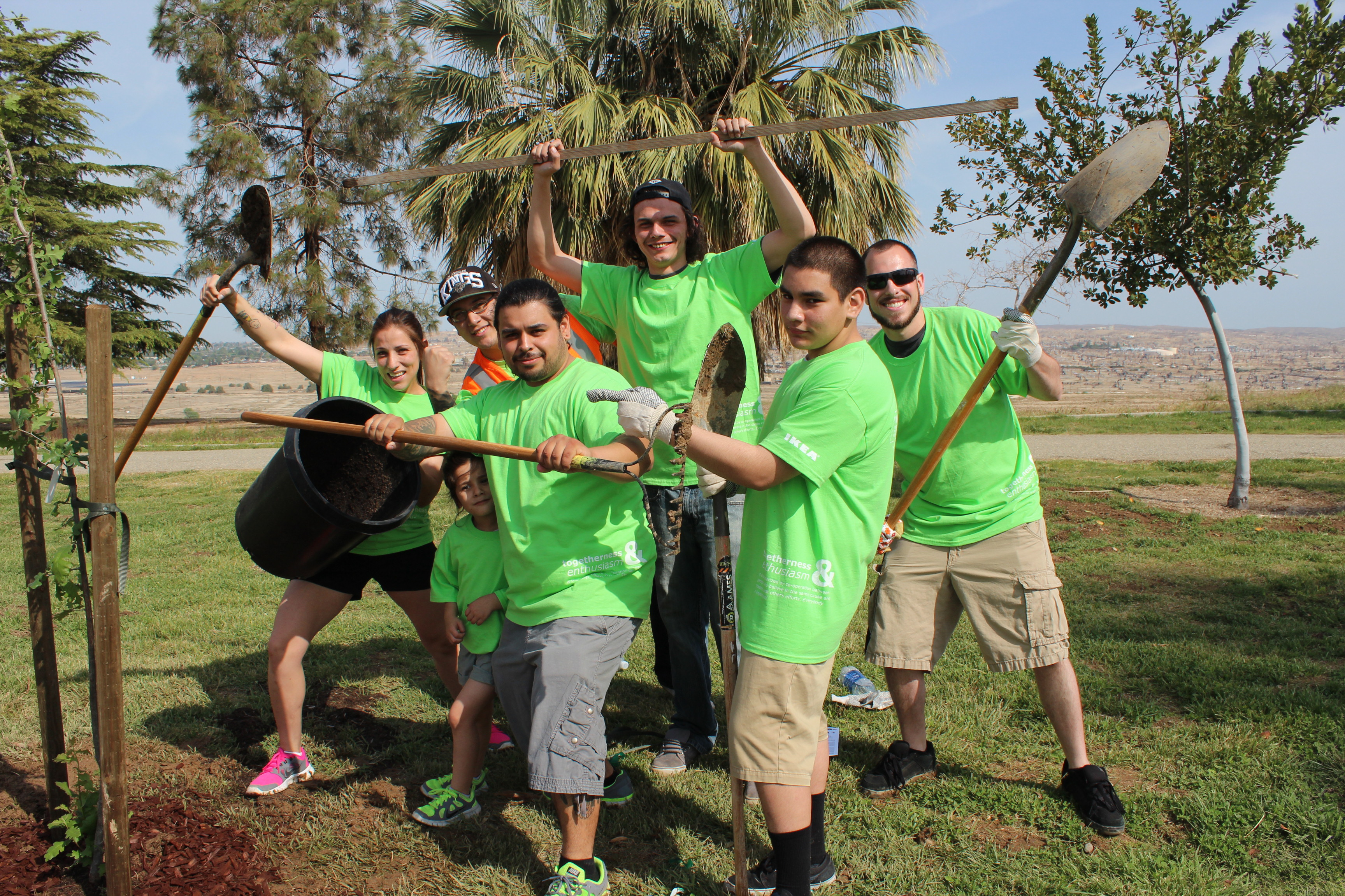 Volunteers plant trees in Bakersfield, Calif., during a Global ReLeaf planting in 2014 with local partner, the Tree Foundation of Kern.