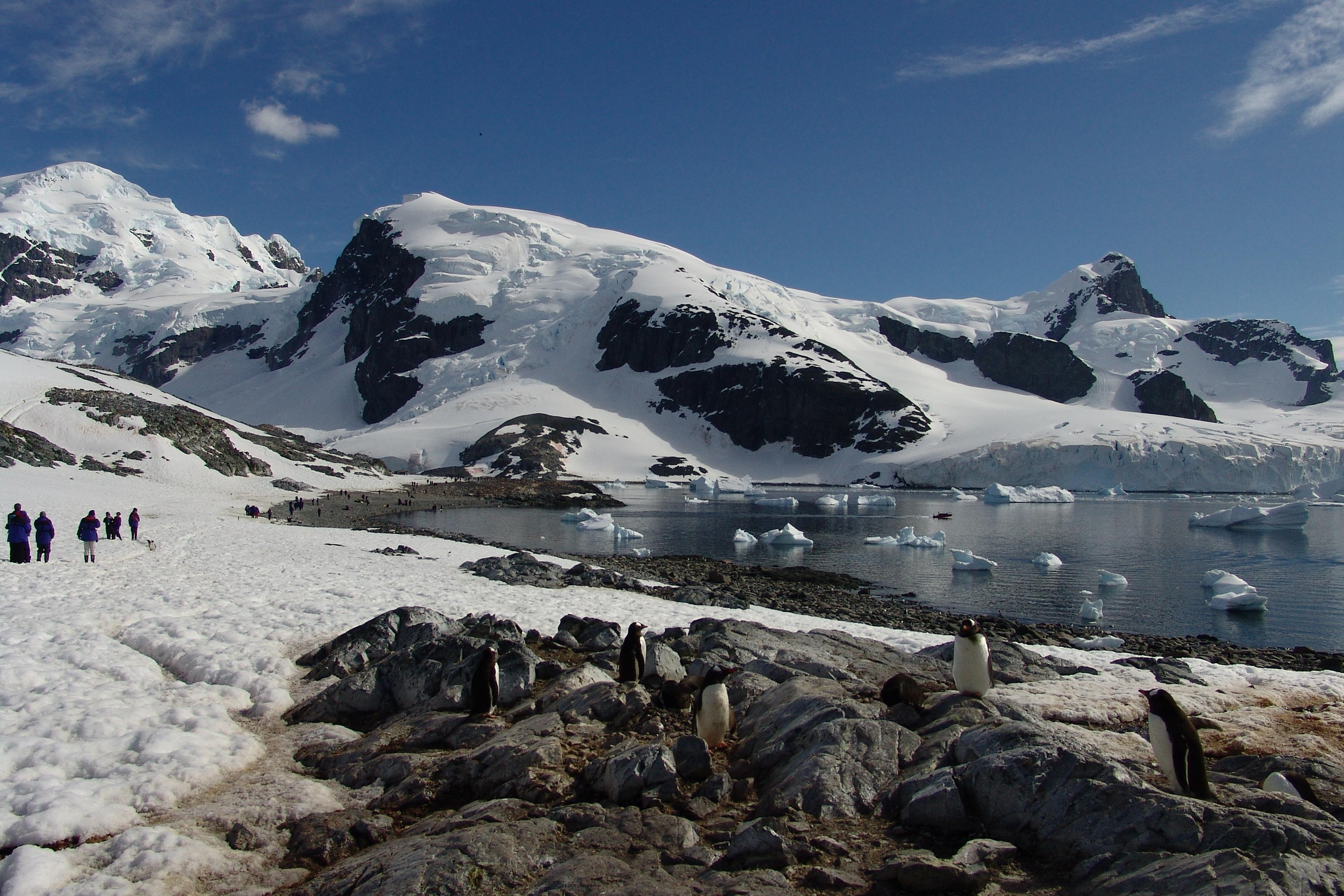 Antarctica Landscape Photo Credit: Horacio Lyon via flickr