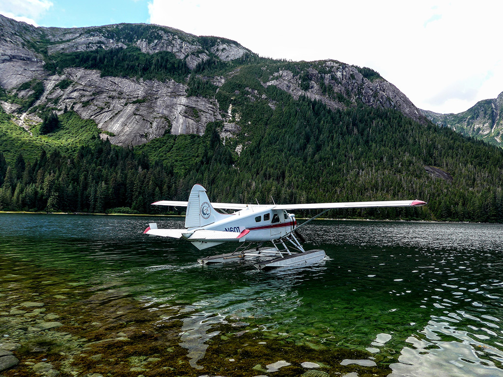 Harris Air float plane preparing for departure.